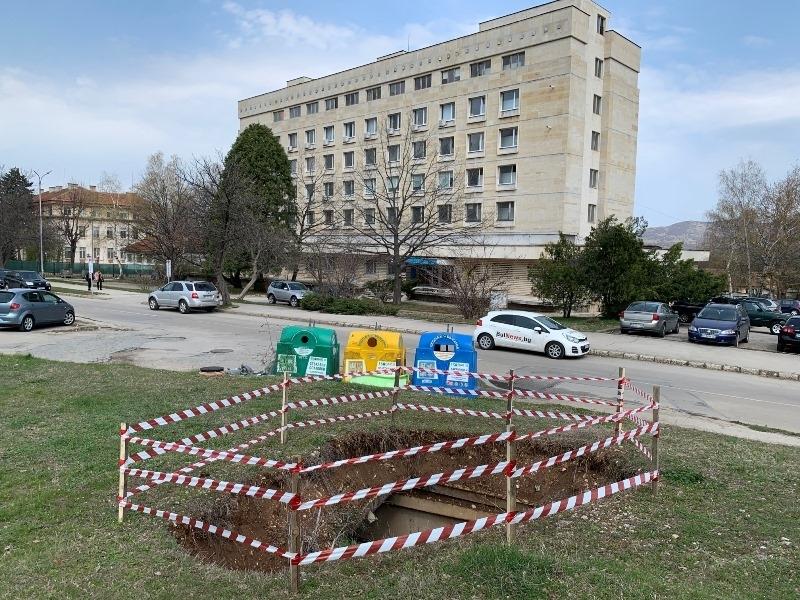 Огромна дупка се е появила на възлово място във Враца,