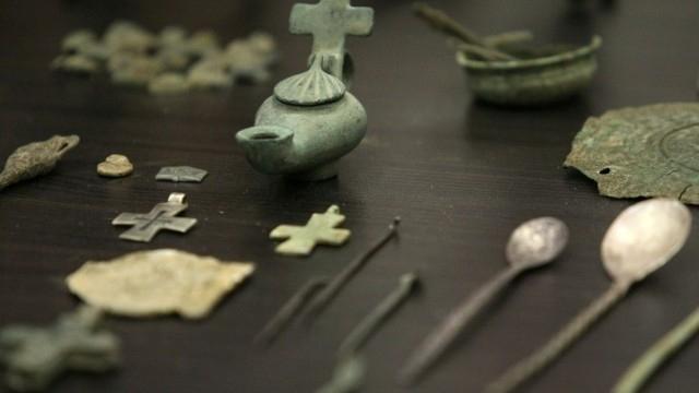 Старинни предмети са открити при обиск на кола в Монтанско,