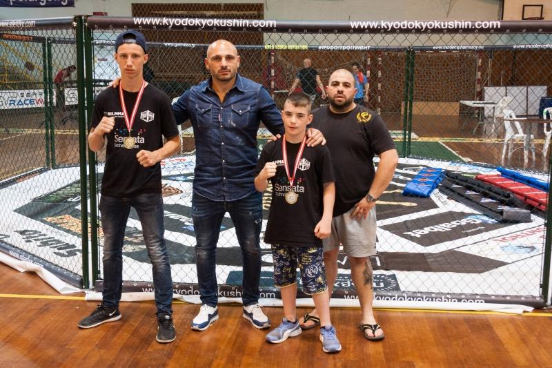 """Врачанският """"Боен клуб Сила"""" спечели два медала на Балканско първенство по ММА в Гърция"""