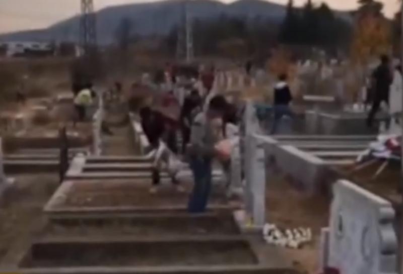 На Задушница в събота гробищата в Монтана се превърнаха в