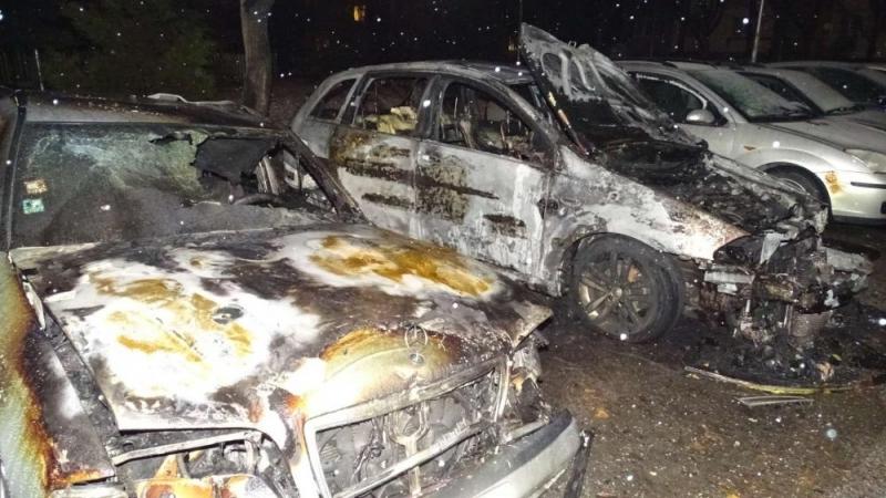 Три автомобила горяха рано тази сутрин в Благоевград. Сигналът за