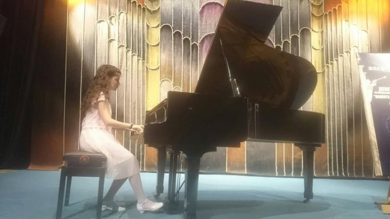 Младата врачанска пианистка Елица Стефанова за пореден път се завърна