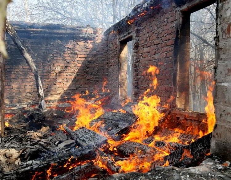 Пожари бушуваха в 3 къщи за ден в Монтанско, предадоха