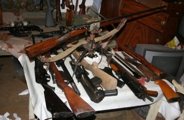 Полицията е открила голямо количество оръжие и боеприпаси в имот