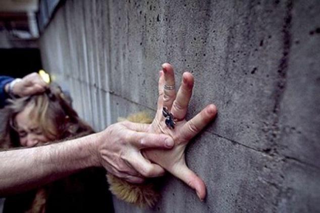 Див екшън във Враца! Син заплаши да убие майка си