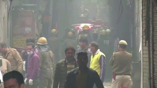 Най-малко 30 души са загинали при пожар във фабрика в