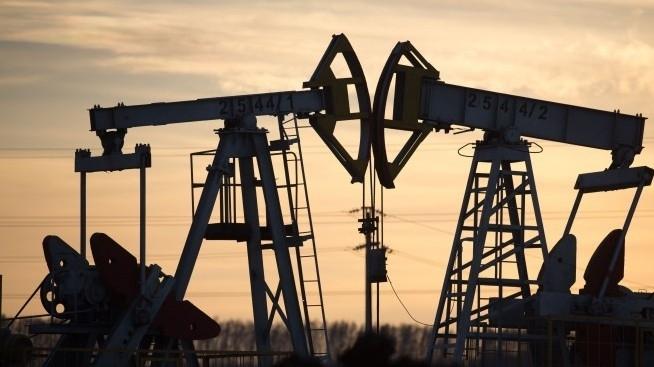 Цените на петрола отново тръгнаха рязко надолу. Това се случи