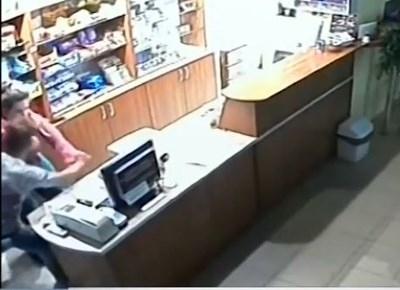Смела касиерка предотврати грабеж на бензиностанция в Симеоновград, съобщи Нова