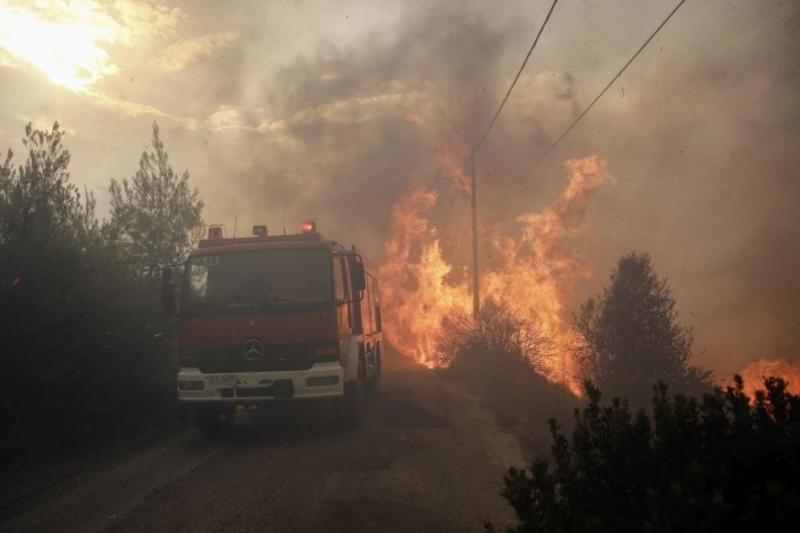 Снимка: Трети ден продължават пожарите на гръцкия остров Евбея