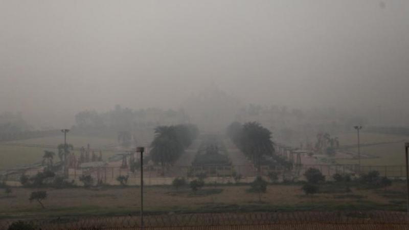Токсична мъгла обви Делхи /снимки/