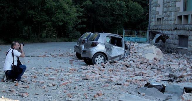 Десетки хора са получили леки наранявания присилното земетресение вчера в