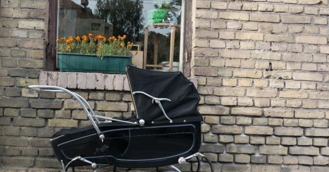 Полицията арестува жена, бутаща детска количка с тежък товар отмонети