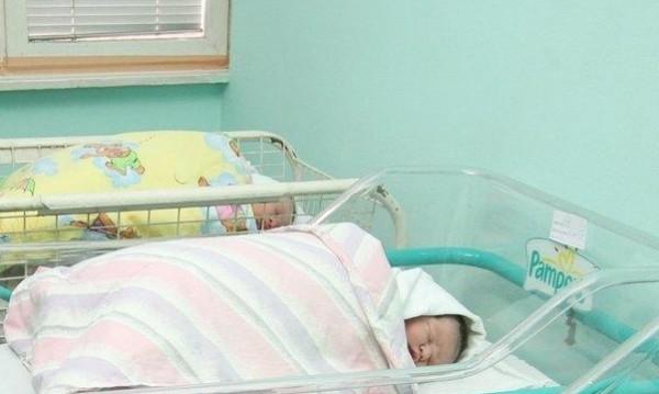 Жените в Сливен раждат най-често и най-рано, показват данни на