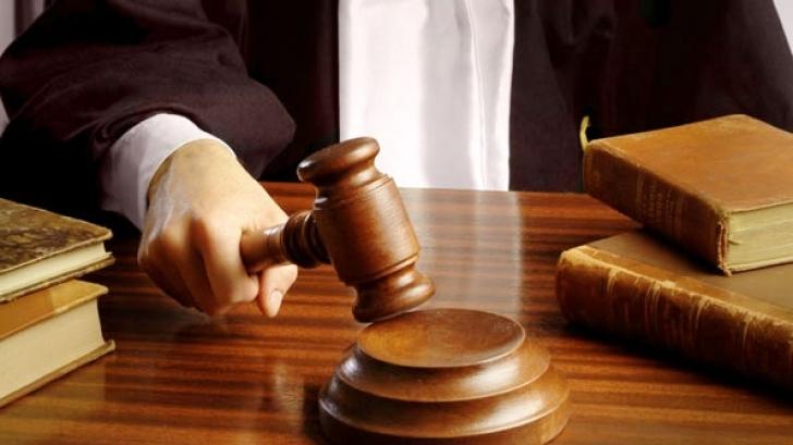 Частен съдебен изпълнител сложи на тезгяха половин апартамент на мъж