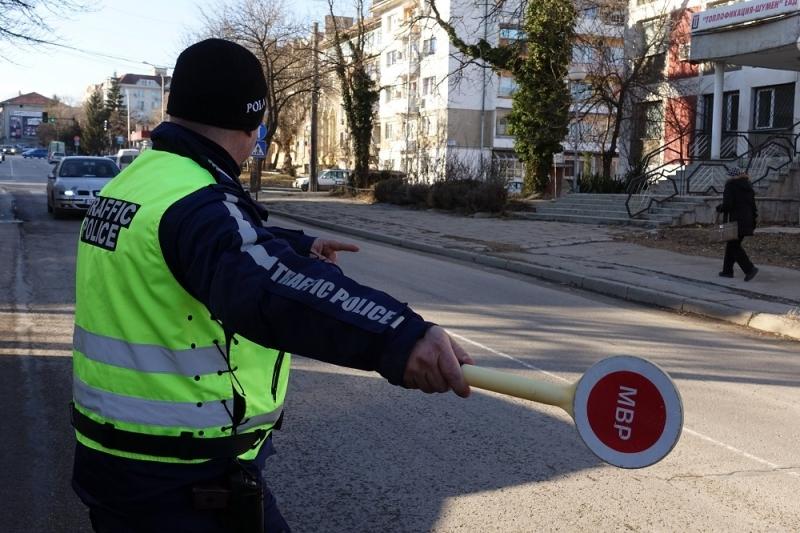 Служители на реда са спипали неправоспособен шофьор да управлява нередовна