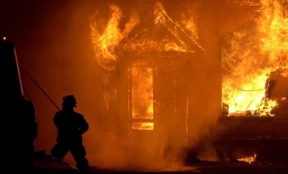 Голям пожар вдигна на крак огнеборците във Видин, съобщиха от