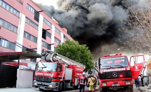 Пожар е избухнал във фабрика за платове и прежди в