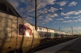 Във Франция в събота, 13 януари, 40 хулигани разгромили пътнически