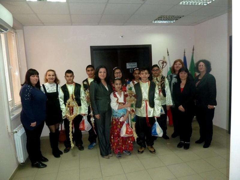 Кметът на Борован посрещна сурвакари в общинската администрация