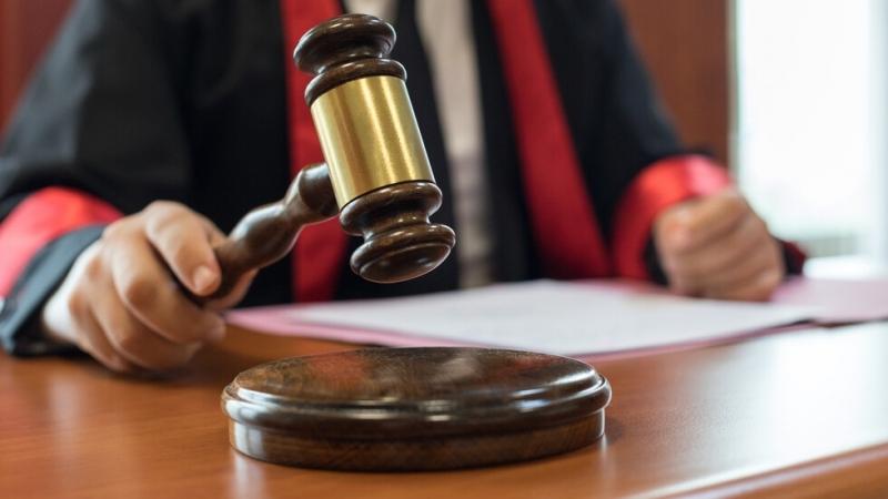 Софийският градски съд остави в ареста56-годишният Атанас Соколов, обвинен, че