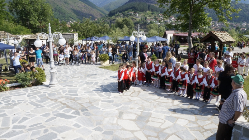 С разнообразна програма бяха отбелязани Ботевите празници в с. Зверино.