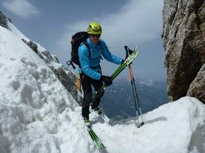 Словенският алпинист и любител на екстремните спускания Даво Карничар, който
