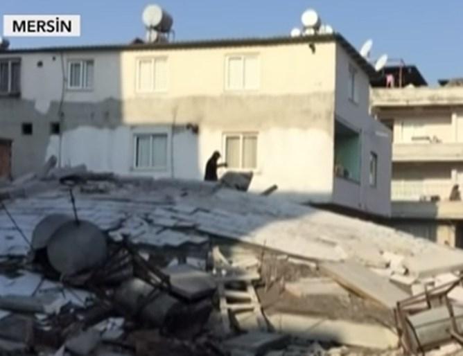 Пететажна жилищна сграда се срути днес в южния турски град
