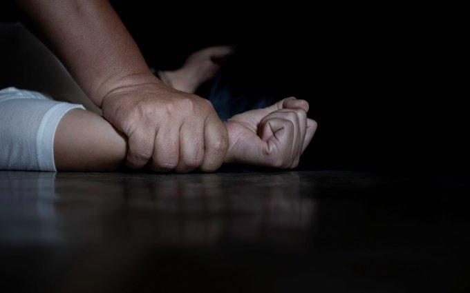 Снимка: Вкарват в затвора изверг, изнасилил малолетно момиче