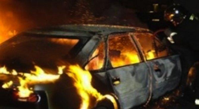 Трима са задържани заради палеж на две коли и къща