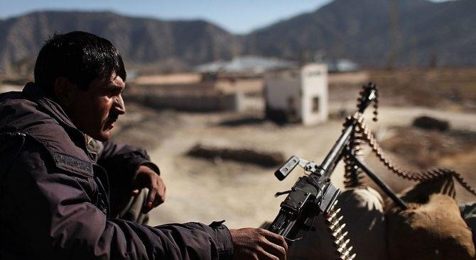 Най-малко 20 служители на афганистанските сили за сигурност, включително високопоставен