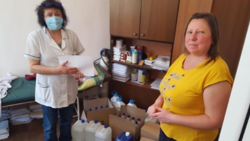 """Хранителни продукти и дезинфектанти предоставят от сдружение """"Първи юни"""" в"""