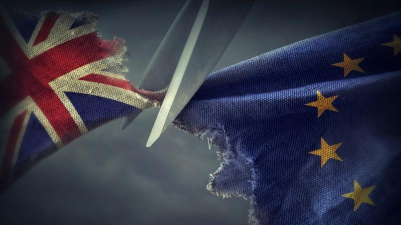 Северна Ирландия остава в митническата територия на Великобритания, но за