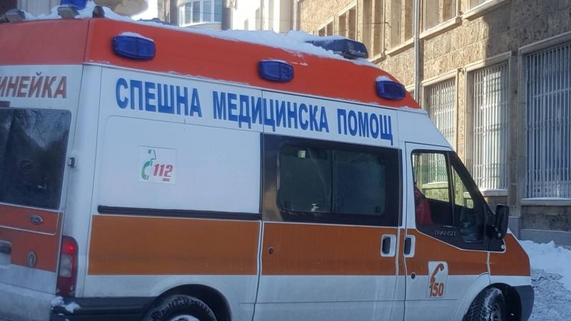 Поне 200 лекари не достигат в спешните центрове в страната