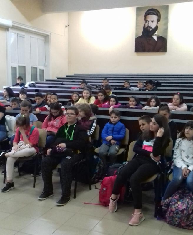 """Средно училище """"Христо Ботев"""" Враца проведе кампания за превенция трафика"""