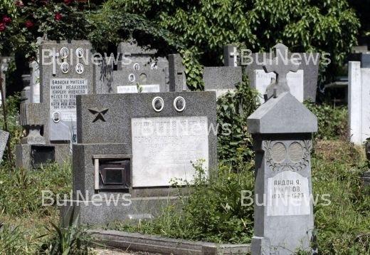 """Мъртвец от Лом """"прати"""" SMS и разкри кражба от гроб"""