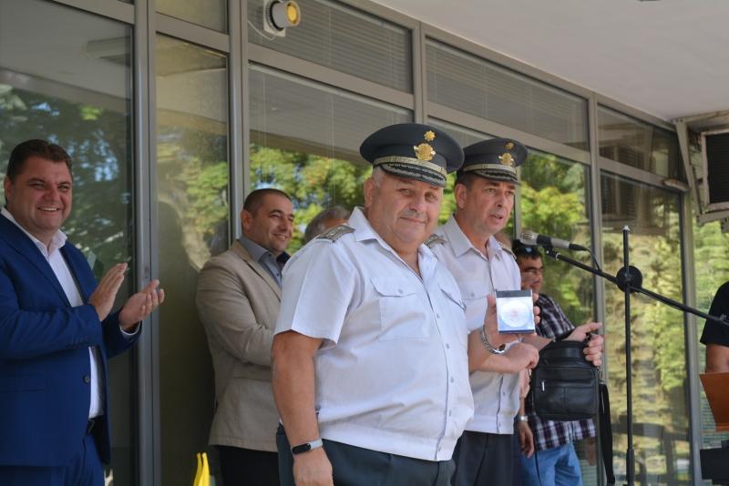 Почетен знак на МВР получи началникът на районната служба по