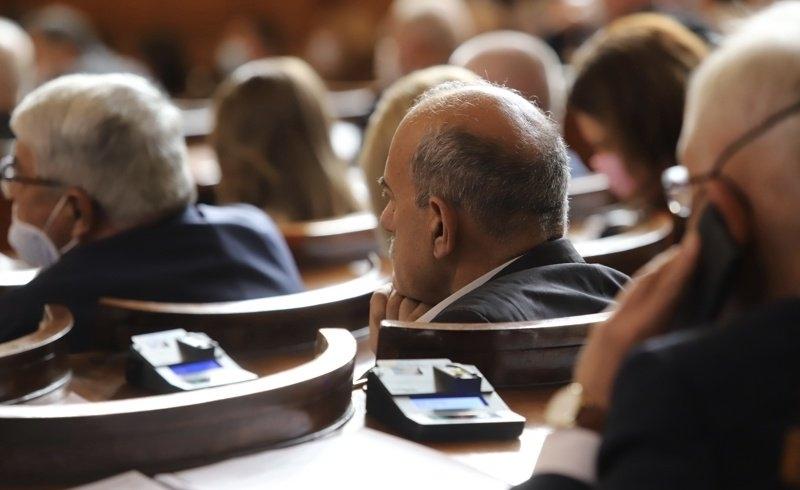 10 депутата отнесоха глоби от РЗИ за неносене на маски