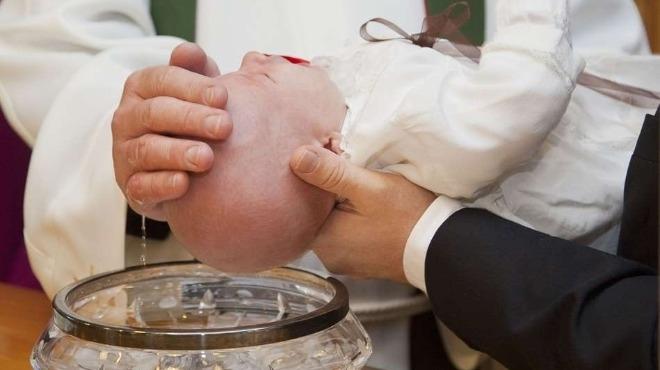 Свещеник в Курган отказал да кръсти дете заради голямо родилно