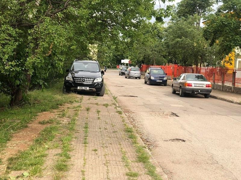 Нов рекорд по безумно паркиране бе поставен вчера във Враца,