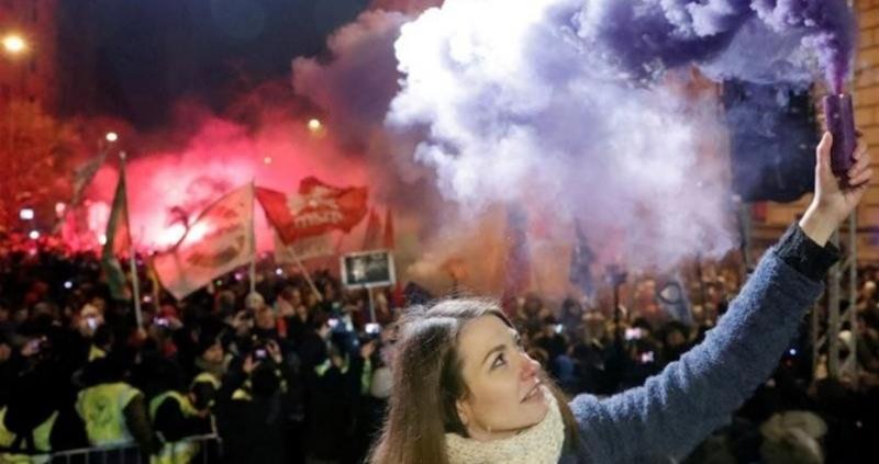 Хиляди демонстранти изпълниха улиците на унгарската столица Будапеща за пореден