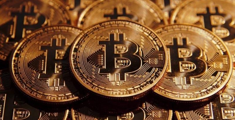 Най-популярната в света криптовалута биткойна (bitcoin) и криптовалутата Ripple в
