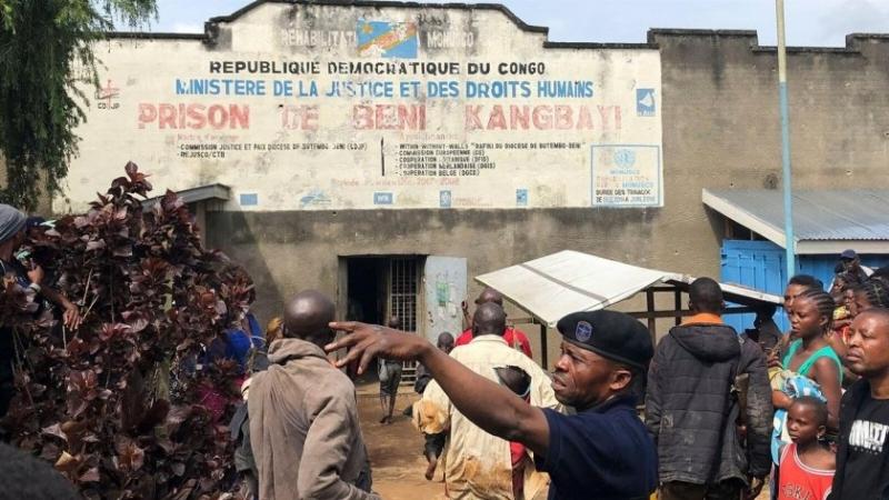 Нападатели убиха най-малко 18 души и изгориха църква в село