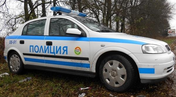 Полицаи са хванали тийнейджър, откраднал дърва от двора на гробищния