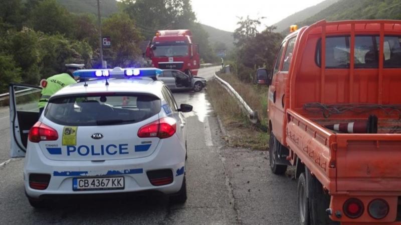 """Камион и """"Дачия"""" катастрофираха на междуселски път във Врачанско, единият шофьор пострада"""