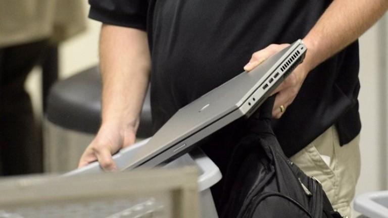 Снимка: Жена дала лаптопа си за ремонт в Монтана, намери го в заложна къща