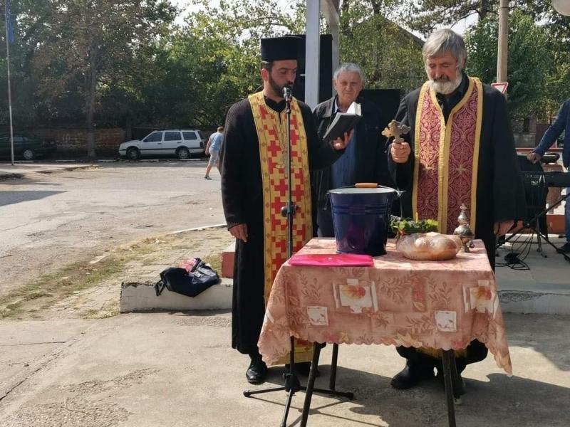 """Жителите на Голямо Пещене отбелязаха годишнина от създаването на храм """"Св. Георги"""" /снимки/"""