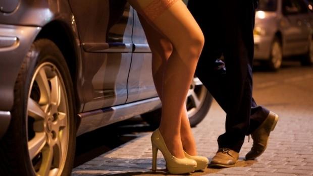37-годишен сводник бе здържан с 18-годишна проститутка по време полицейска