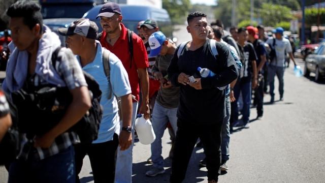 Нов керван с мигранти, този път от Салвадор, потегли към