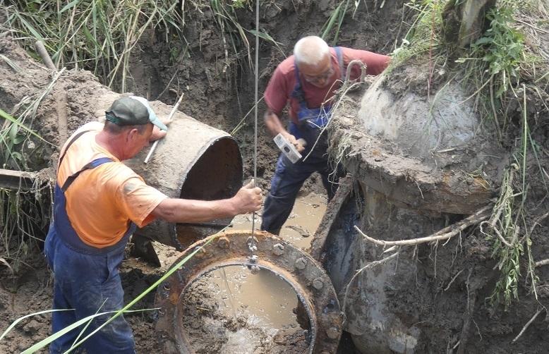 Строително-ремонтните дейности по пускане в експлоатация на новия напорен водопровод,
