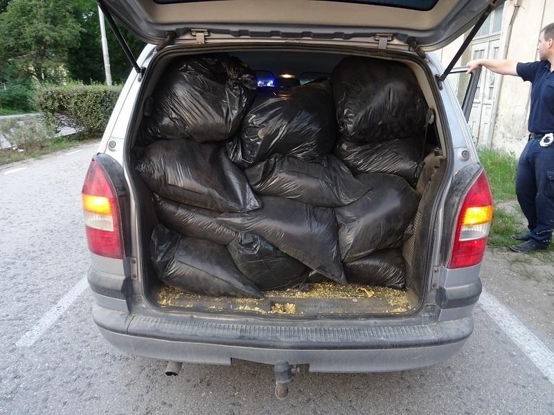 Удар на полицията! Откриха 280 кг нелегален тютюн в плевенска кола във Видинско